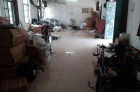 छात्रावास में खुल गया साइकिल का कारखाना, कलेक्टर से मिलने पहुंचे छात्र, समझाइश देने में मशगूल विभाग