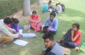 Board of Secondary Education : जिनसे कमा रहे करोड़ों, वही धूप और बारिश में घंटों खड़े रहते दस्तावेज के लिए कतार में