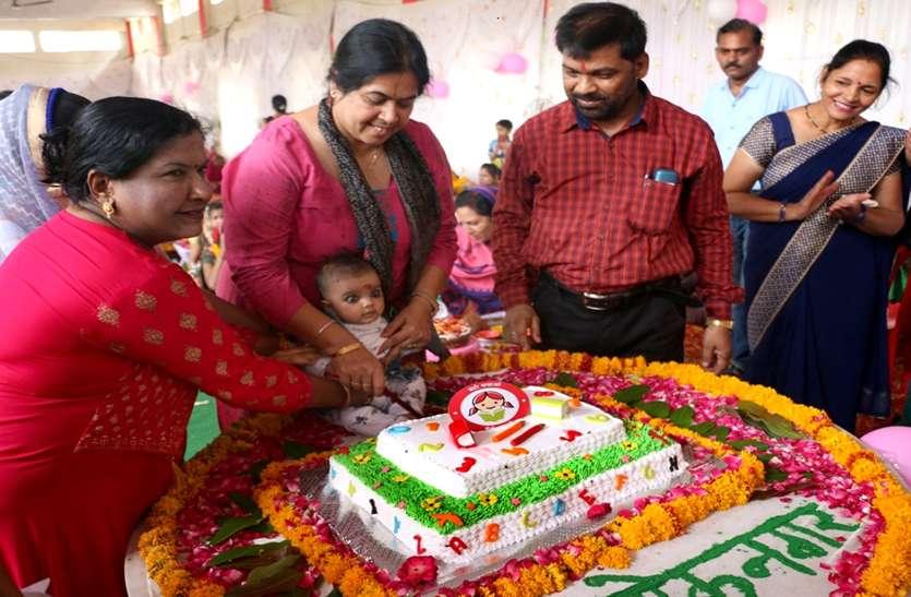 प्रशासन की अनोखी पहल : 57 बेटियों का जन्म उत्सव 57 केक काट कर मनाया