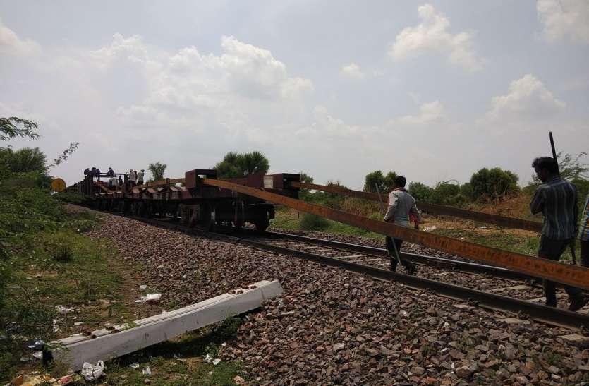 पटरियों ने रोकी ट्रेनों की राह