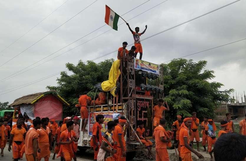 कांवड़ यात्रा में दिखा देश भक्ति का जज्बा