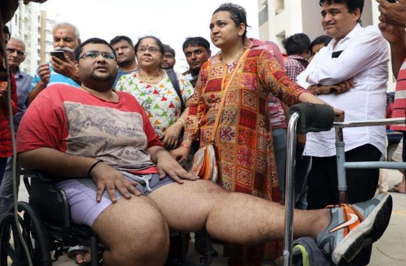 आग काबू में आने तक धुएं के बीच पति के साथ नौवीं मंजिल पर ही डटी रही पत्नी