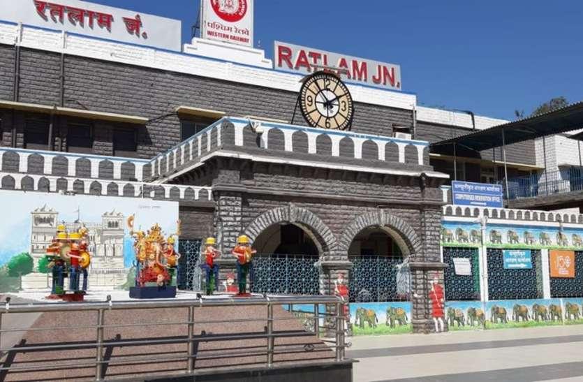 ये कैसा स्टेशन: डीआरएम के आदेशों को दे दिया ऑटो वालों ने नया रूप, यात्रियों से कर रहे अवैध वसूली