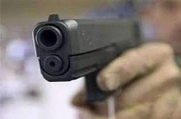 पुलिस इंस्पेक्टर ने पत्नी समेत 3 को मारी गोली, स्कूल जाकर बेटे को भी मार दूंगा कहकर भागा और फिर...