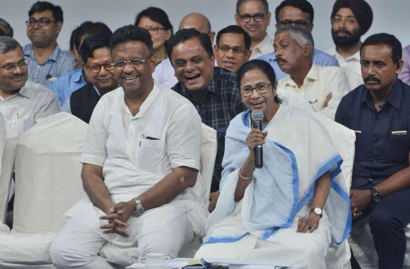 West Bengal: समीक्षा बैठक में CM Mamata Banerjee ने की योजनाओं पर चर्चा