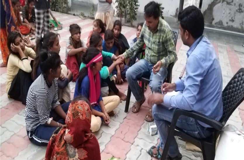 15 छात्राओं तबीयत खराब होने का मामला: शिक्षा विभाग की  टीम पहुंची छात्रावास, अधिकारियों ने की जांच,  नहीं माना दूषित भोजन