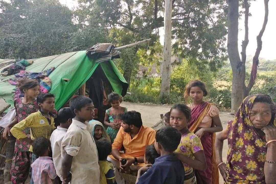 शिवदासपुर गांव के बच्चे और महिलाएं