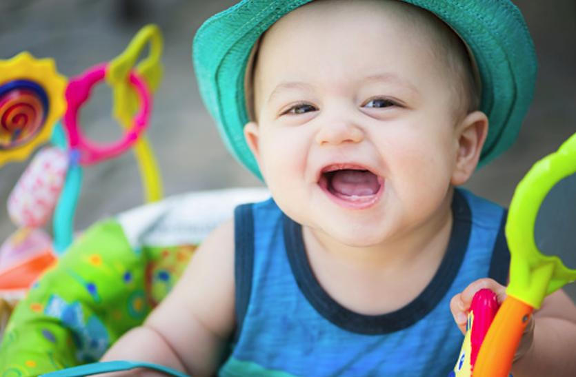 जब निकले बच्चे के दांत, ताे एेसे करें देखभाल