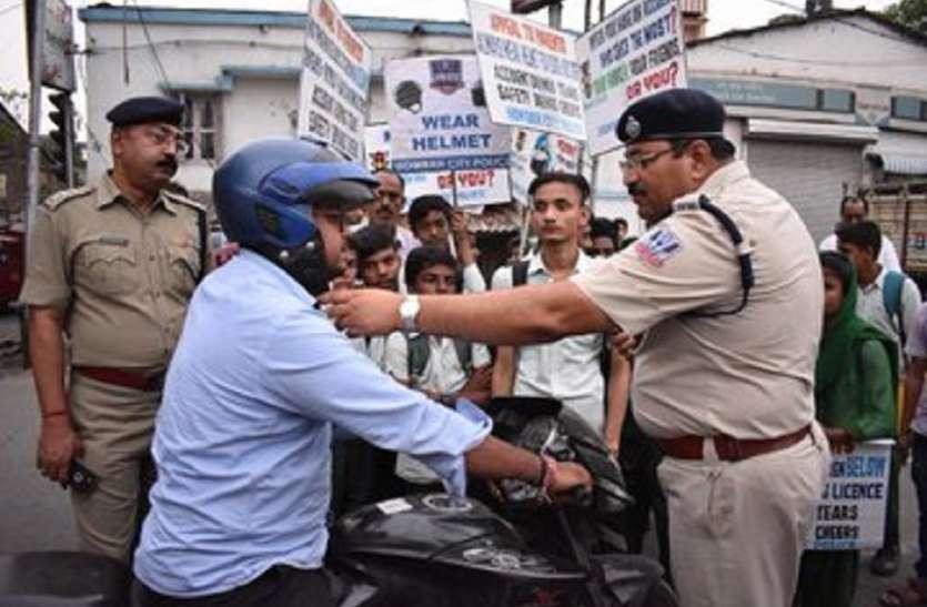 At Howrah, 648 drivers of two-wheeler fine हावड़ा में 648 दुपहिया चालकों पर गिरी गाज