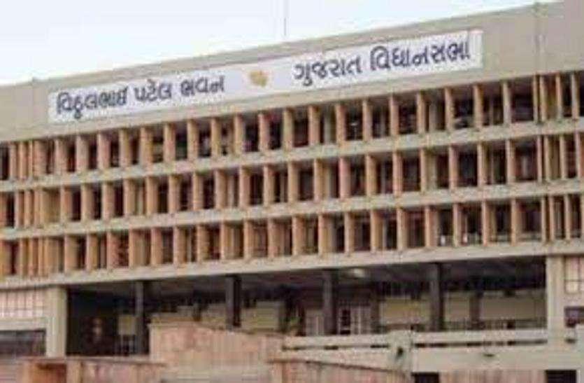 Ahmedabad news: पांच वर्षों में अहमदाबाद मनपा ने 96 स्कूलों पर लगाए ताले