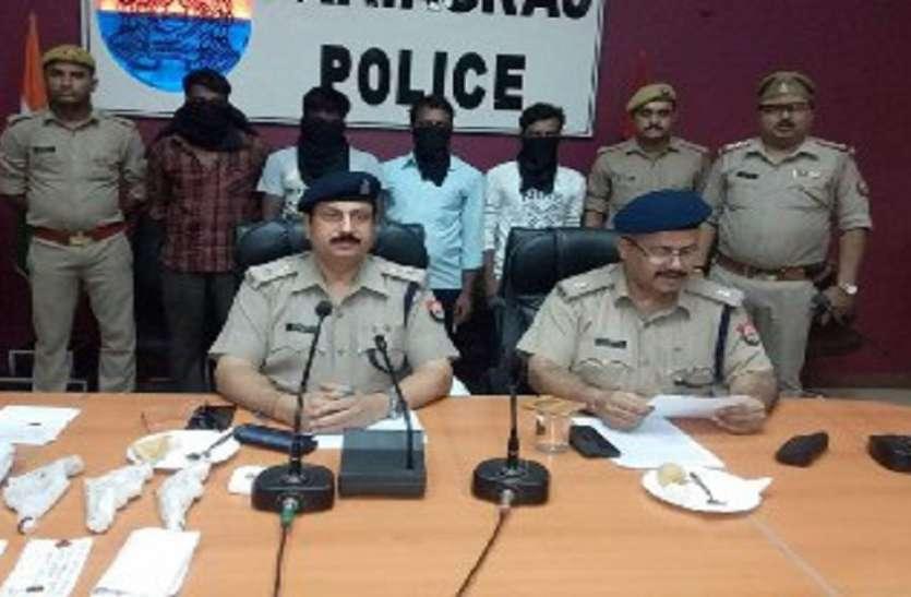 तीन शातिर लुटेरे असलहे के साथ गिरफ़्तार  लूट की रकम हुई बरामद