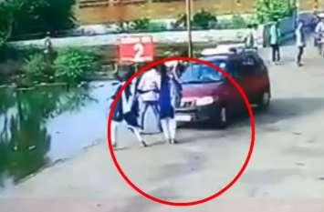 यूपी में तेज रफ्तार कार ने छात्रा को मारी जोरदार टक्कर, विचलित कर देगा वीडियो