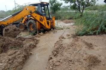 ग्रामीणों ने पेश की मिसाल, बंद रास्तों को खोलकर बांध में पहुंचाया बारिश का पानी