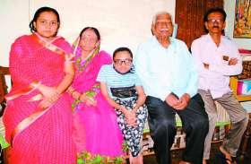 बीमार बेटी का स्कूल में एडमिशन कराने कोर्ट गई मां, गोद में उठाकर कॉलेज ले जाते हैं पिता, पढि़ए स्मार्टफोन के दौर में परवरिश की बेमिसाल कहानी