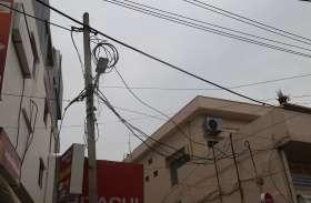शहर में विद्युत निगम की लापरवाहियों  से बढ़ रहे हादसे, यहां पर खुले तार हादसों को दे रहे हैं न्यौता