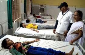 लापरवाह चिकित्साकर्मियों ने भूखे पेट विद्यार्थियों के लगाए खसरा-रूबेला के टीके