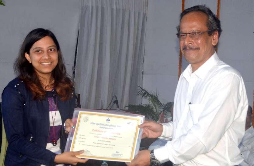 फोटो गैलरी : बीएसपी ने मेधावी छात्रों को सेल व प्रधानमंत्री ट्रॉफी छात्रवृत्ति से नवाजा