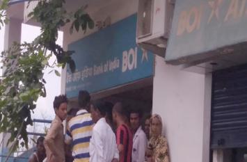 BOI शाखा से अपराधियों ने 23 लाख रुपये लूटे, वारदात के तरीके से हो रहा बड़ा खुलासा