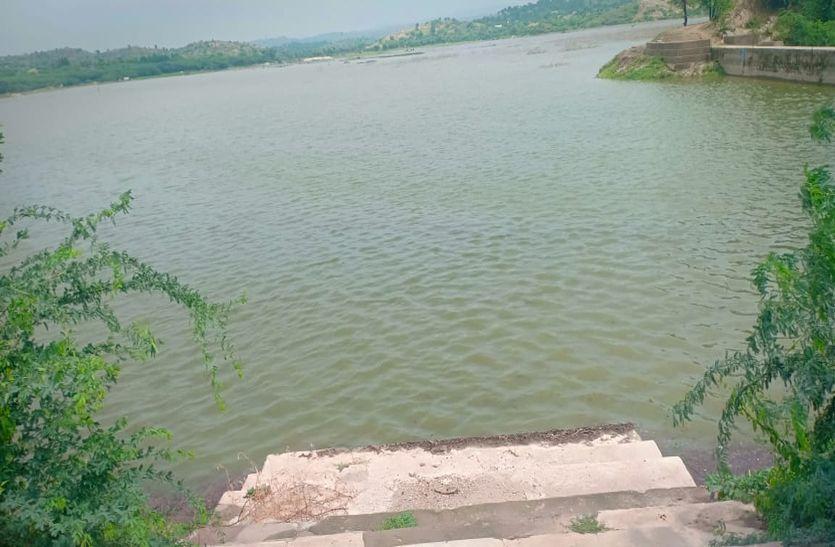 कई तालाब छलकने को बेताब
