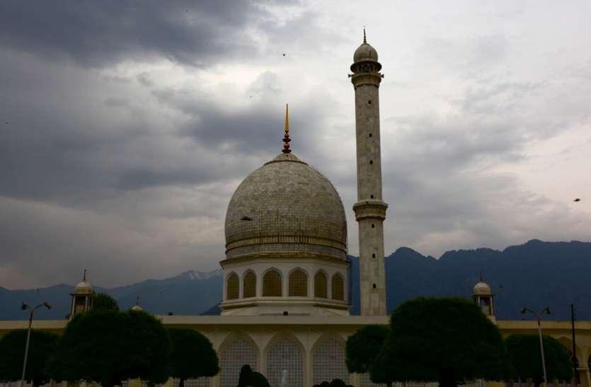 मस्जिद में हनुमान चालीसा पढ़ने की अनुमति देने वाले माैलाना काे गांव वालों ने मस्जिद से निकाला