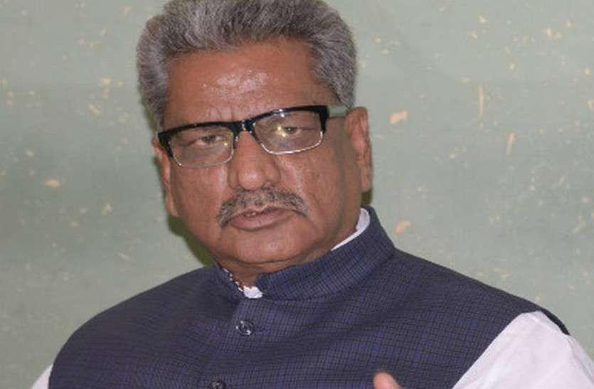 सीएम गहलोत अपने पद की गरिमा गिरा रहे, अब सरकार को सदन में घेरेंगे: ओम माथुर