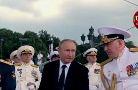 Video: नेवी डे पर रूसी नौसैनिका का पराक्रम, राष्ट्रपति पुतिन की मौजूदगी में दिखाई भव्य परेड