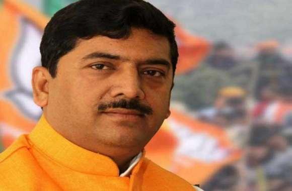 विधायक को जूता मारने वाले पूर्व BJP सांसद, को कार्यक्रम में जाने से रोका, समर्थकों में हुई जमकर मारपीट