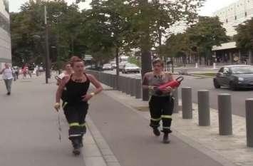 VIDEO: FEMEN कार्यकर्ताओं ने 22 दमकल कर्मचारियों के खिलाफ किया प्रदर्शन