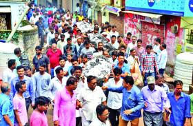 road accident bhopal news ; पांच अर्थियां देख रो पड़ा पूरा मोहल्ला, पिता की बिगड़ी तबियत तो मां हुई बेसुध