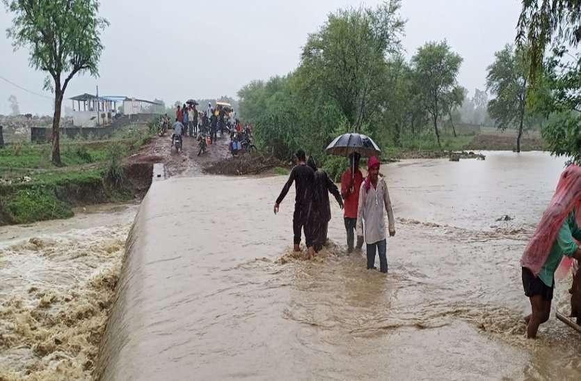 Monsoon: उफान पर नादियां, सड़कें जलमग्न और कई गांव डूबे; मंगलवार को 26 जिलों में भारी बारिश का अलर्ट