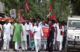 योगी सरकार के खिलाफ सड़क पर उतरी समाजवादी पार्टी, इन मुद्दों को लेकर घेरा