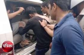 BIJNOR: मंदिर में मूर्ति खंडित करते समुदाय विशेष के दो युवक पुलिस हिरासत में, देखें वीडियो-