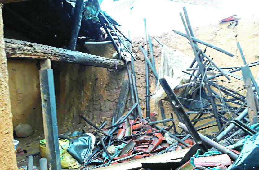 तीन घंटे तक हुई मूसलाधार बारिश से ढह गए 10 से भी ज्यादा मकान, जन जीवन अस्तव्यस्त