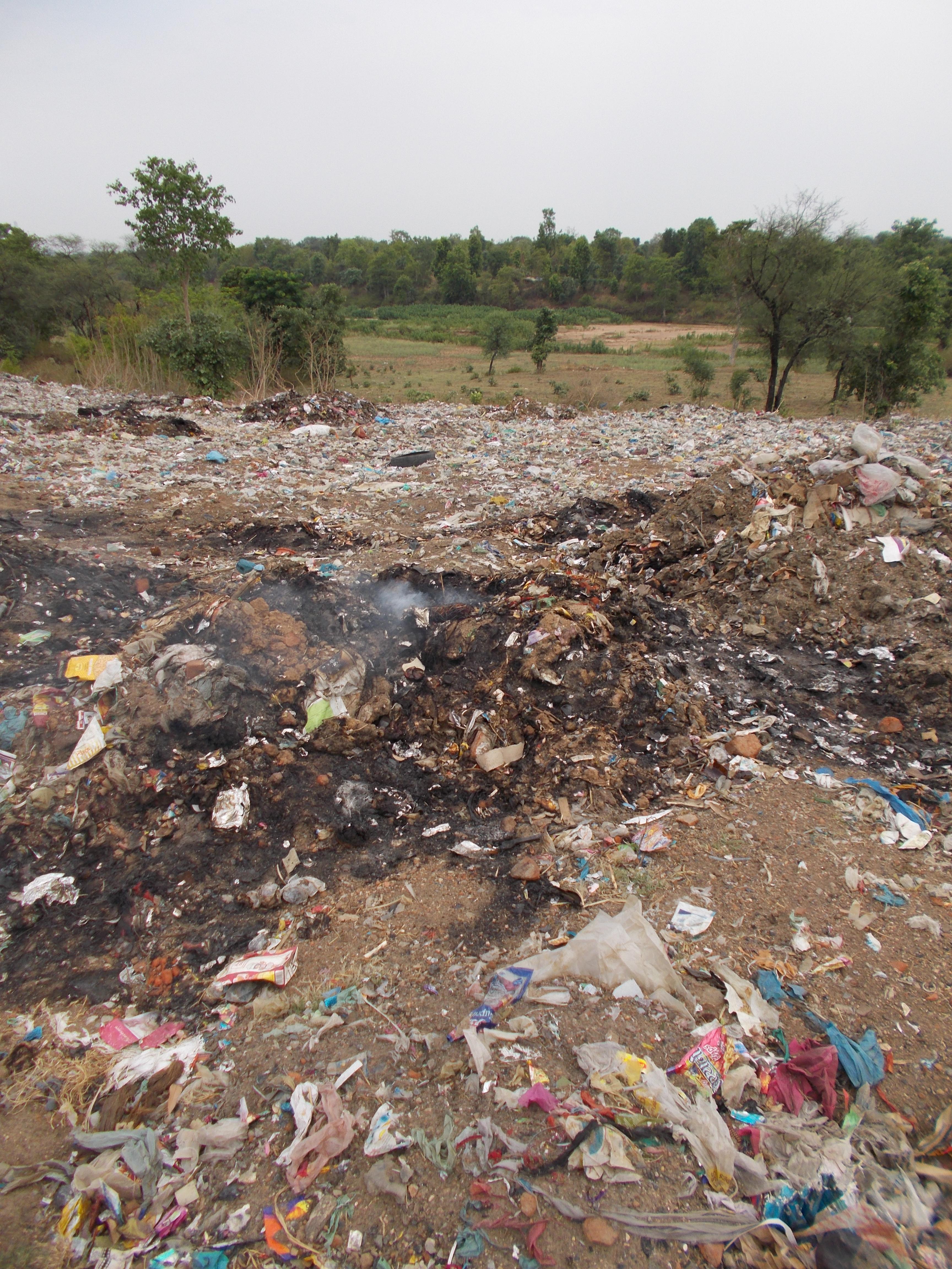 कचरा डंपिंग करने ग्राउंड में नहीं जगह, निष्पादन बिना कचरे से स्थल हो गया फुल