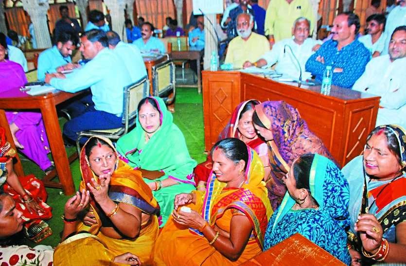 nagar nigam parishad meeting in jal vihar gwalior