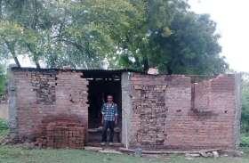 pm awas yojana mp : पीएम आवास योजना में गड़बड़ी, आदमियों के लिए नहीं बल्कि जानवरों के लिए बना दिया मकान