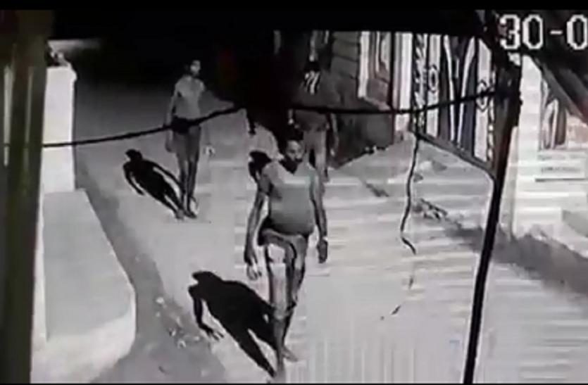 सावधान: अब इस शहर में घुसा है कच्छा बनियान गिरोह, पेचकस—हथौड़ा लेकर वारदात की फिराक में