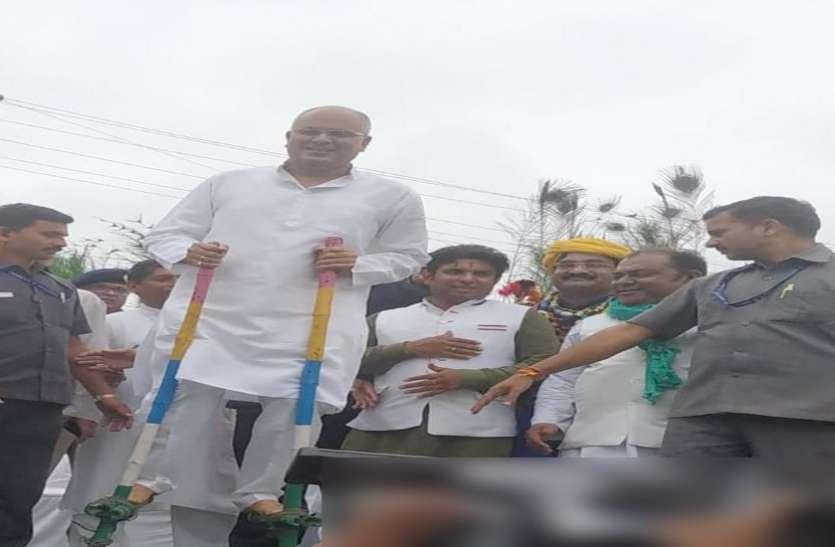 Video: मुख्यमंत्री भूपेश बघेल ने की हरेली यात्रा, नृत्य करते नज़र आए मंत्री कवासी लखमा