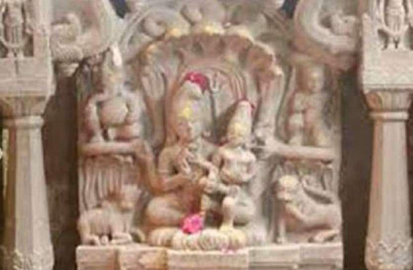 यहां नाग के आसन पर बैठे हैं शिव-पार्वती, साल में सिर्फ एक दिन 24 घंटे के लिए खुलता है यह मंदिर