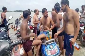 तीर्थनगरी में खुलेआम शराब पीने का वीडियो वायरल होने के बाद पुलिस के उड़े होश