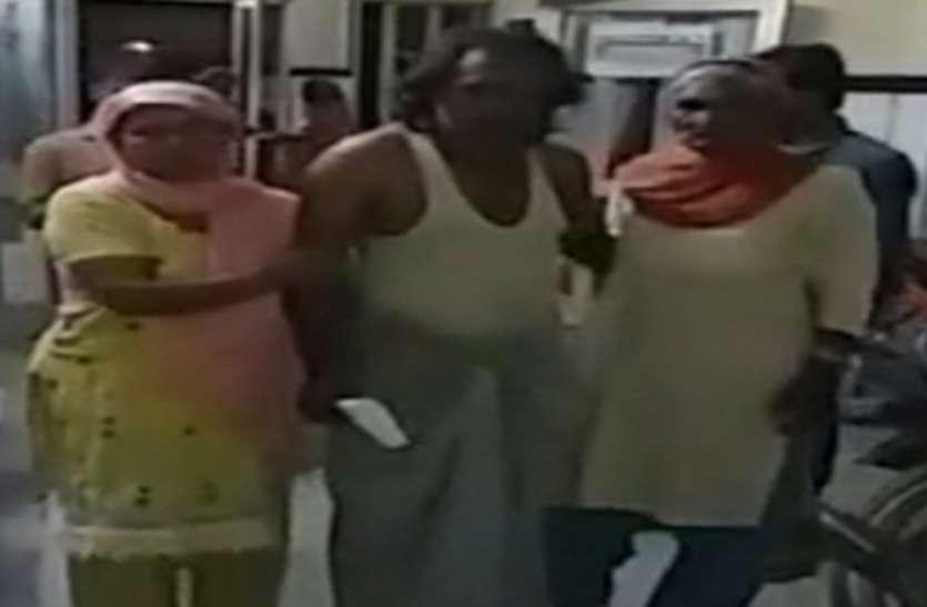 नमाज अदा कर लौट रहे व्यक्ति पर मोहल्ले के बदमाशों ने किया हमला