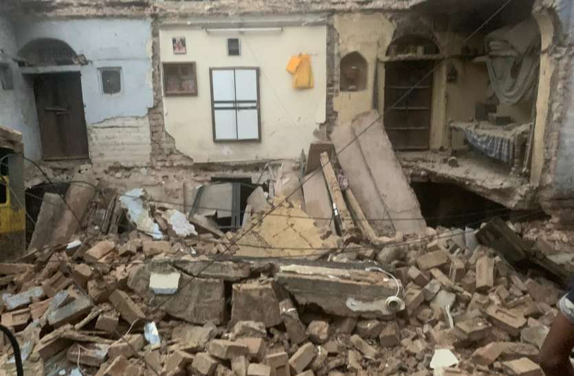 बीकानेर- पानी ने लांघी घरों की चौखट, एक मकान धराशायी