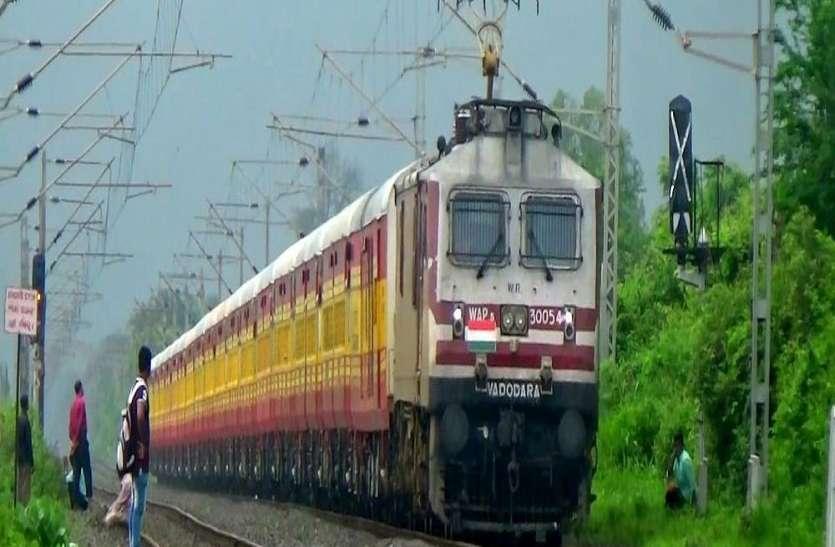 वडोदरा के आसपास ट्रेक पर जलजमाव से 21 ट्रेनें रद्द