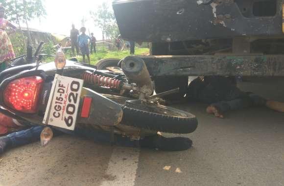 दर्दनाक हादसा: बाइक सवार 2 दोस्तों के लिए मौत बनकर आया ट्रेलर, पहियों से कुचल डाला, 2 घरों के बुझ गए चिराग