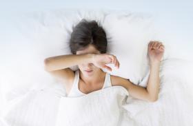 लगातार सिरदर्द, थकान और नींद की समस्या रहे तो हो सकती है ये बीमारी