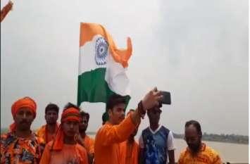इत्रनगरी में भक्ति पर भारी दिखी देशभक्ति, कांवरियों ने पेश की एक अलग मिशाल