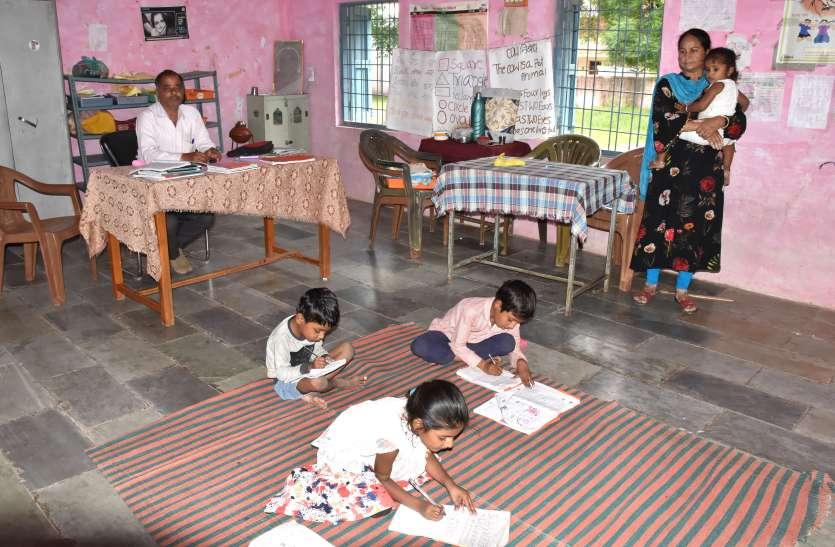 अजब एमपी गजब एमपी-तीन विद्यार्थी और पढ़ाने वाले दो शिक्षक