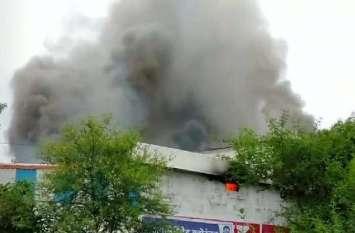 Breaking News- गोदाम में लगी भीषण आग, चार घंटे में लगे बुझाने में