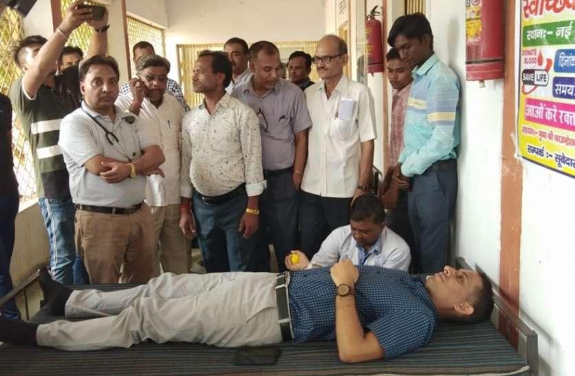 पुलिस अफसरों ने किया रक्तदान,जुटा 24 यूनिट ब्लड