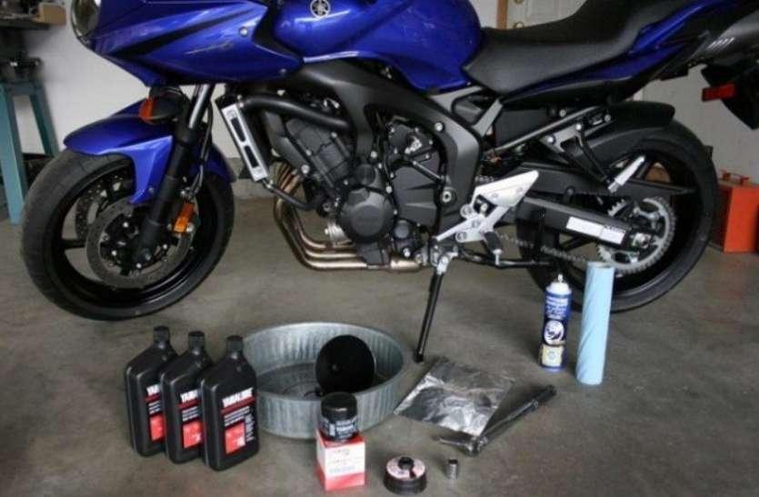 बढ़ाना चाहते हैं बाइक का माइलेज तो इंजन ऑयल के साथ मिला दें ये लिक्विड